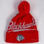 Mitchell & Ness Greyton Script Pom Beanie Chicago Blackhawks Red