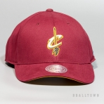 Mitchell & Ness Flexfit 110 Low Pro Snapback Cleveland Cavaliers Burgundy