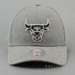 Mitchell & Ness Team Logo Low Pro Strapback HWC - Chicago Bulls Grey Heather