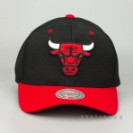 MITCHELL & NESS CHICAGO BULLS TEAM LOGO 2-TONE 110 SNAPBACK BLACK/RED
