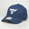 MITCHELL & NESS CHICAGO BULLS TEAM LOGO LOW PRO SNAPBACK NAVY
