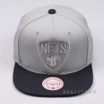 MITCHELL & NESS NBA CROPPED SATIN SNAPBACK BROOKLYN NETS GREY/BLACK