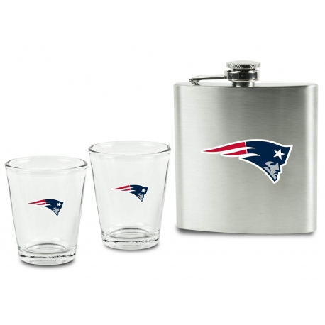 Sideline Collectibles New England Patriots Flask And Shot Glasses Set In Clamshell