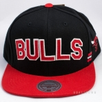 Mitchell & Ness Training Room Snapback Chicago Bulls Black / Red