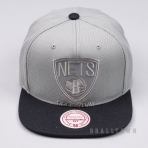 MITCHELL & NESS NBA CROPPED SATIN SNAPBACK BROOKLYN NETS GREY/BLACK